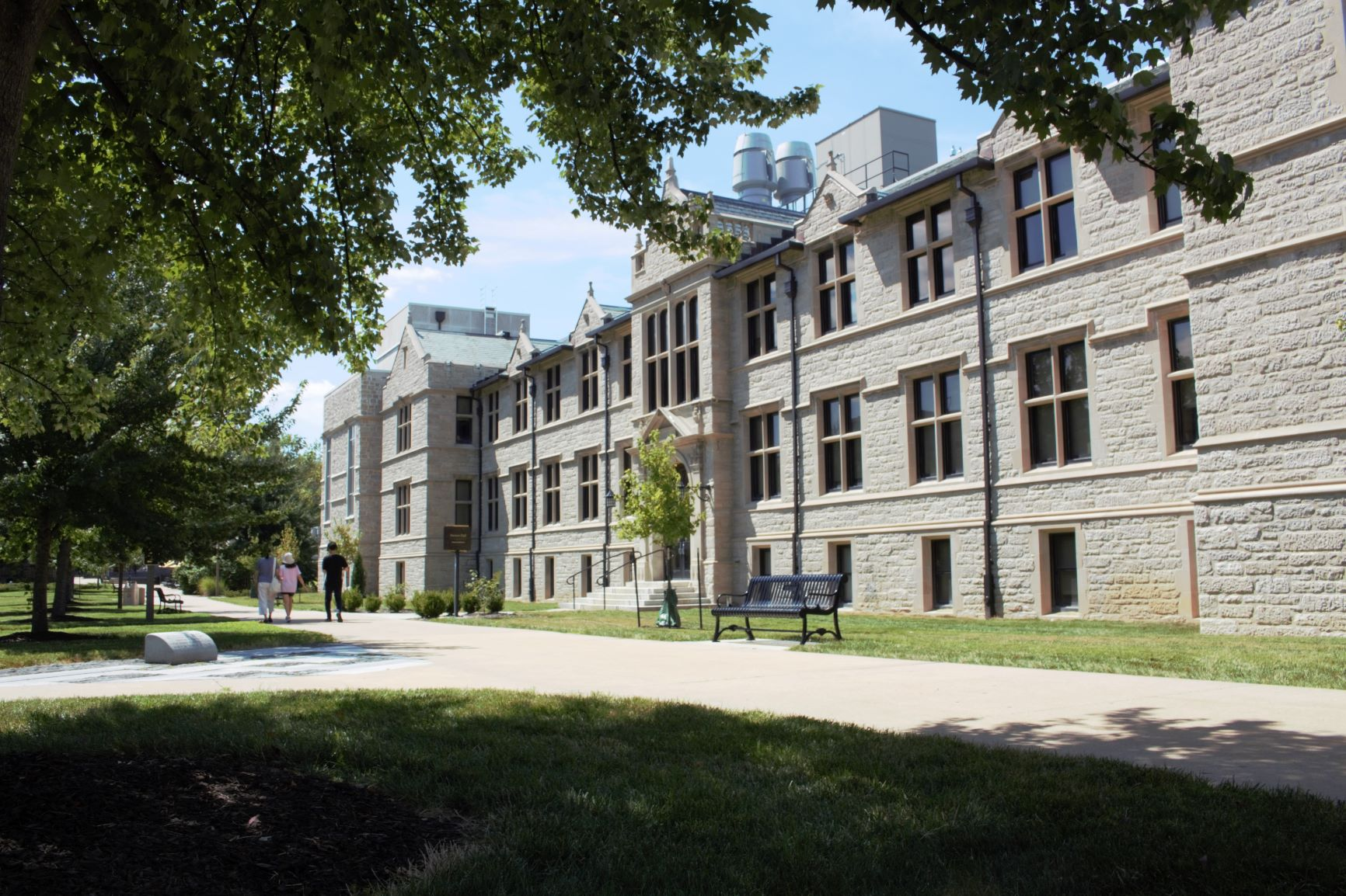 Stewart Hall: This beautiful building was completely renovated for the 2018/2019 academic year. It now holds brand new facilities, including the GIS Lab, the Geography Field Lab, various geography (and biology) classrooms, the Geography Library, the Geography faculty and grad offices, and Parker Auditorium.